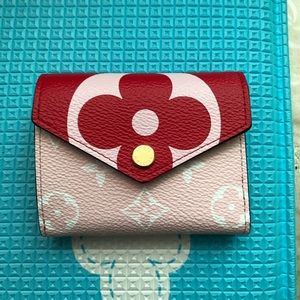 Louis vuitton zoe giant red walletsold